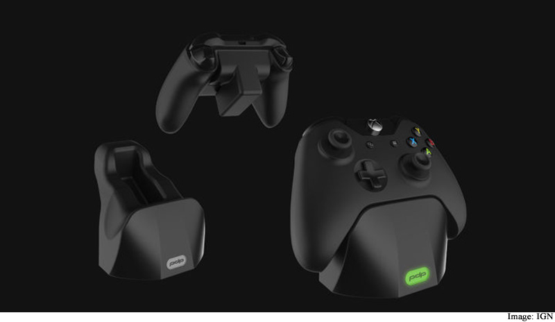 This New Dock Claims to Fully Charge Your Xbox One Controller in 60 Seconds