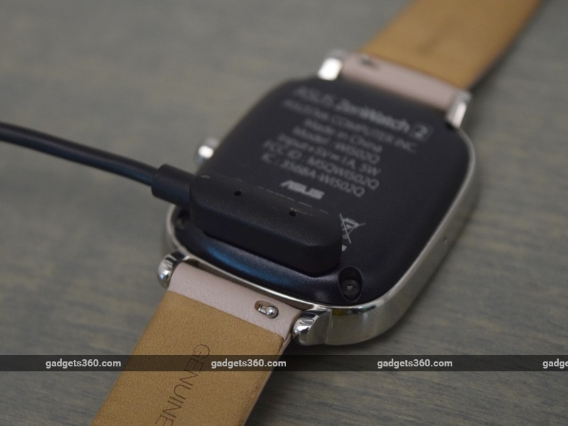 asus_zenwatch2_charging_ndtv.jpg