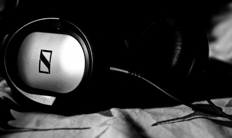 headphones101_sennheiser_hd180_headphonezone.jpg
