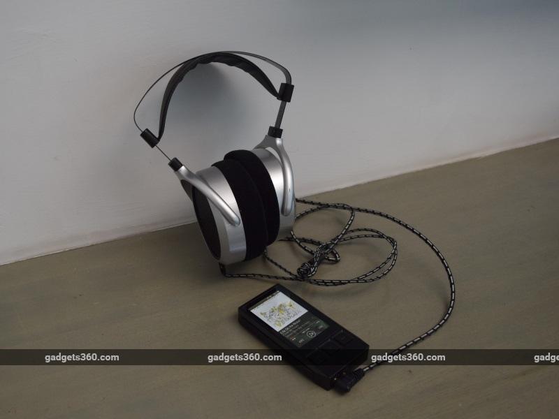 ibasso_dx80_withheadphones_ndtv.jpg