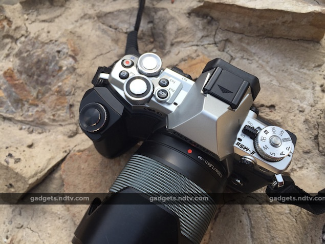 mirrorless_vs_dslr_olympus_om-d_em-5_mark_II_top_ndtv.jpg