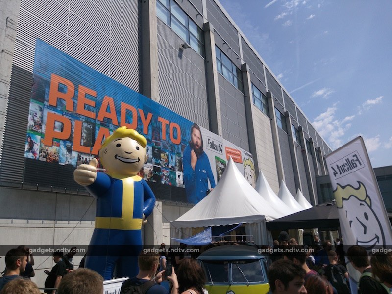 pipboy inflatable gamescom2015 121515 171506