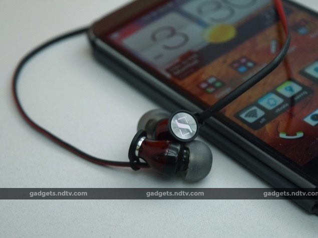 sennheiser_momentum_in_ear_withphone_ndtv.jpg