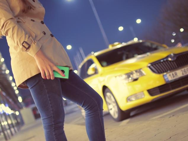 taxi_phone_cc0.jpg
