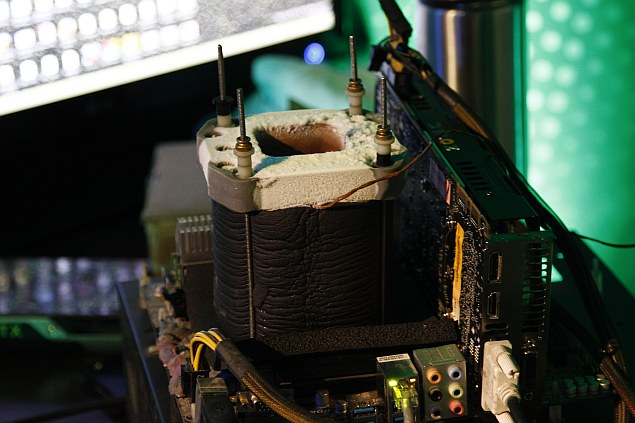 GeForce_GTX_780_Ti_Liquid_Nitrogen_Cooling.jpg