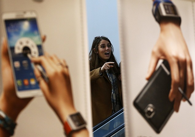 Samsung to focus on cheaper smartphones as Q1 profit seen falling