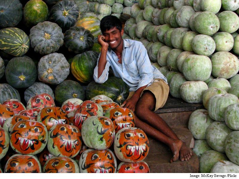 How a Startup Is Helping Rajkot Retailers Source Kodaikanal's Avocados via WhatsApp
