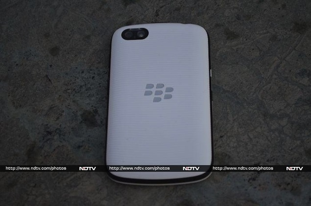 blackberry-9720-back.jpg