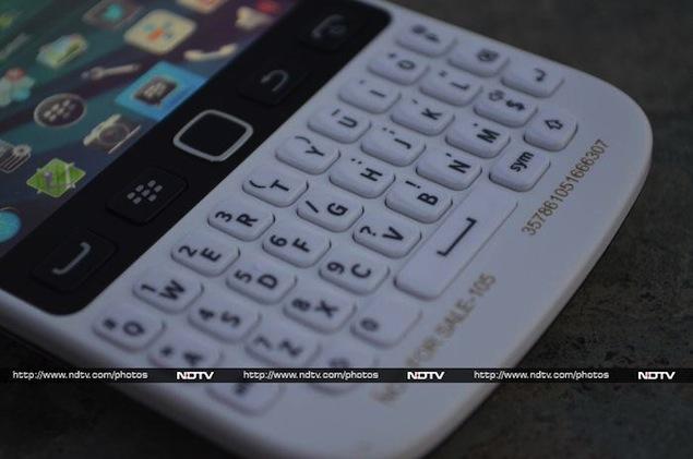 blackberry-9720-keyboard.jpg