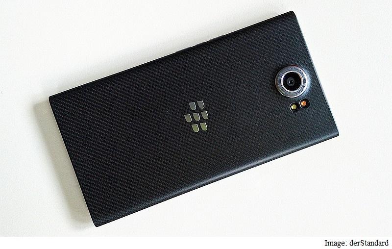 blackberry_priv_back_derstandard.jpg
