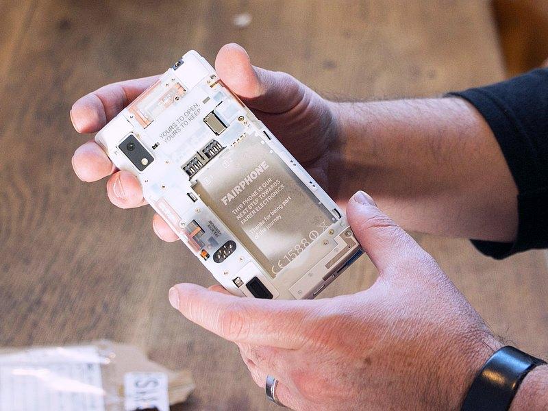 Fairphone 2 Modular Smartphone Starts Shipping in Europe
