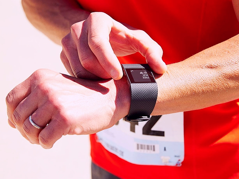 Fitbit Charge HR, Surge Fitness Trackers Now Know When You ...