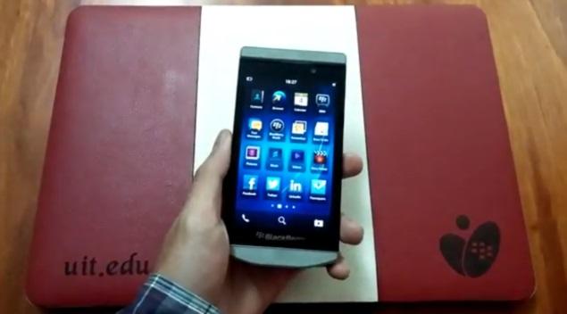 BlackBerry Porsche P'9982 premium BB10 smartphone spotted in hands-on video