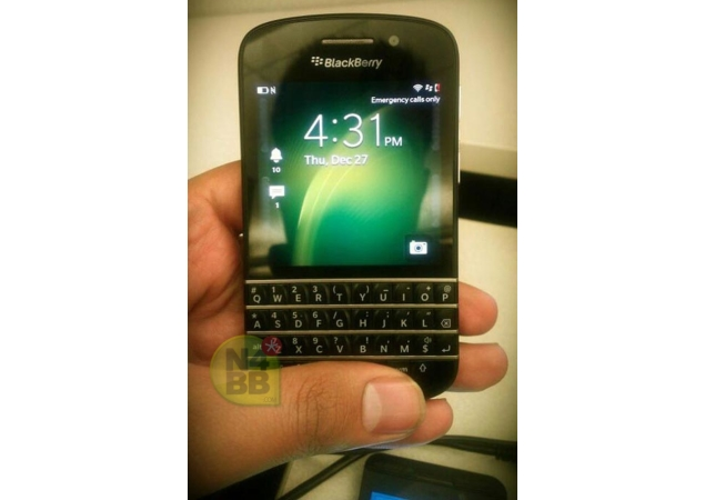 Fresh pictures of QWERTY BlackBerry X10 surface online | Technology News