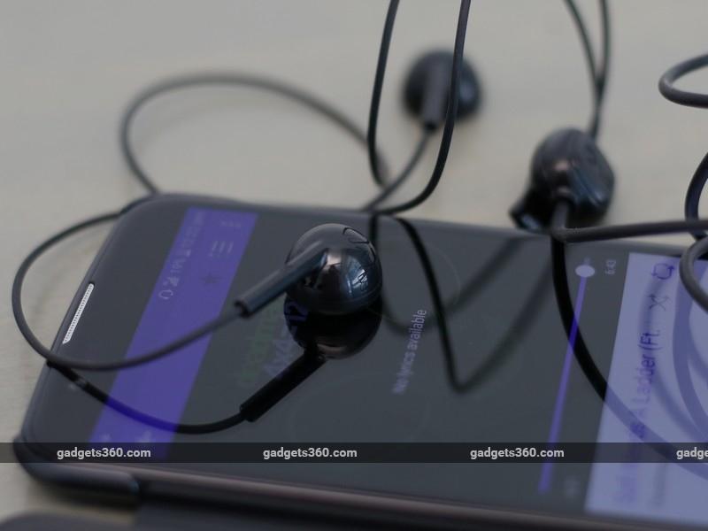 LG_K10_LTE_earphones_ndtv.jpg
