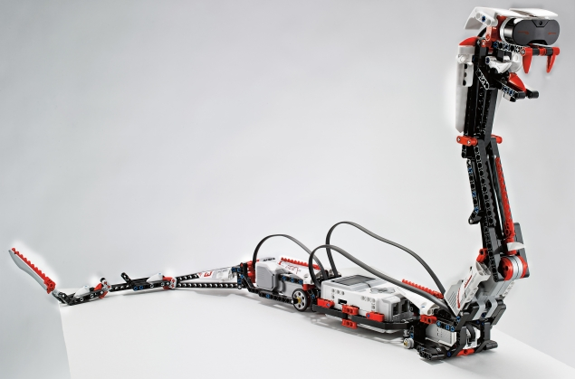 Lego Mindstorms EV3 kit talks to Apple iPhones