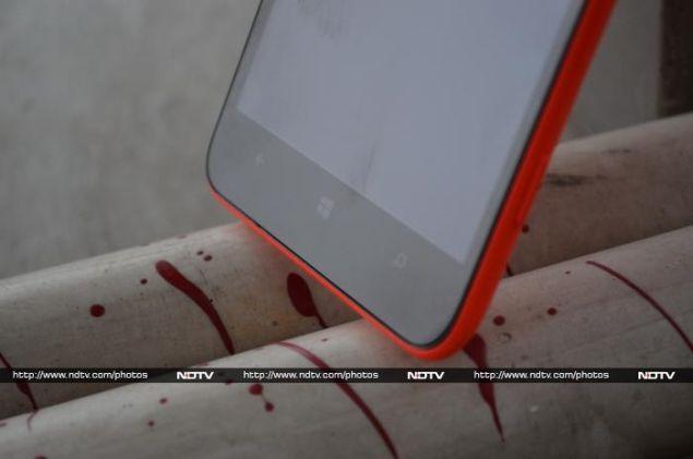 Nokia_Lumia_1320_bottomfront_ndtv.jpg