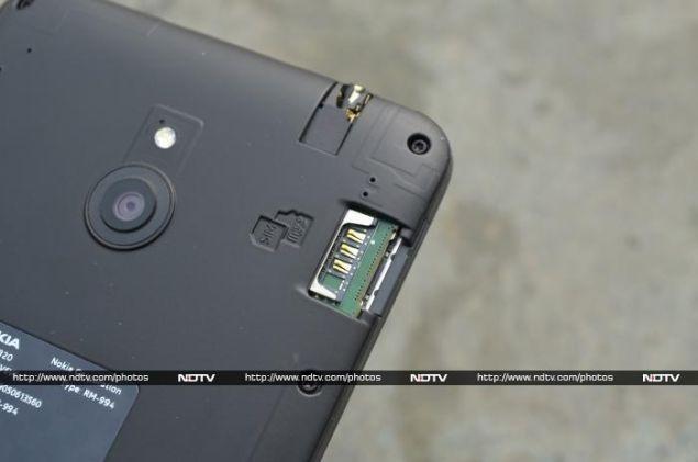 Nokia_Lumia_1320_slots_ndtv.jpg
