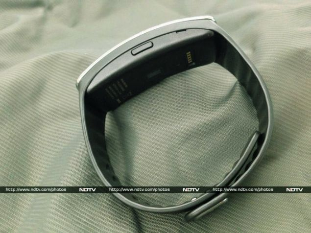 Samsung_Gear_Fit_13_side_ndtv.jpg
