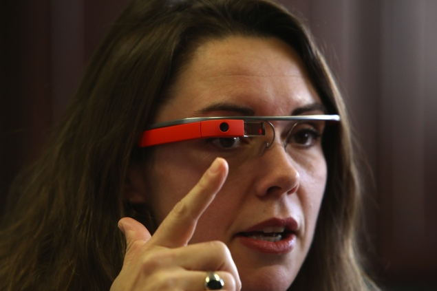 California woman defends her use of Google Glass while driving