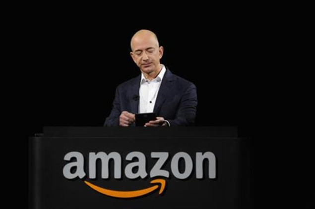Amazon faces new obstacles in fight for holiday dollars