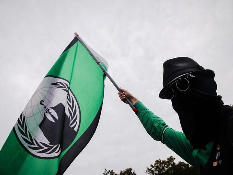 Anonymous Hackers Claim to Take Down 5,500 IS Accounts