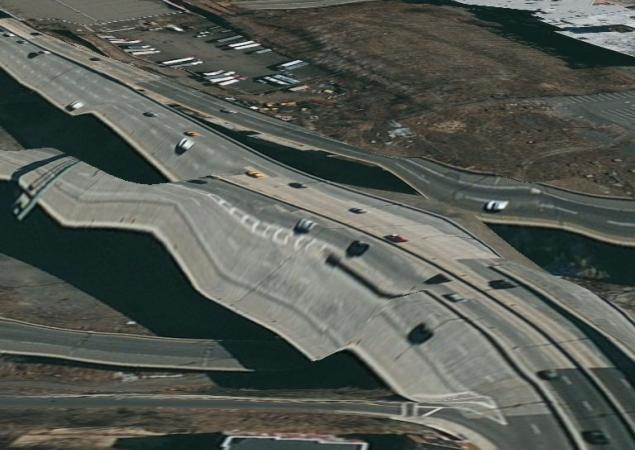 Una de les autopistes fotografiades i representades a Apple Maps, amb formes impossibles. Imatge a la pàgina NDTV Gadgets, enllaçada des d'aquesta