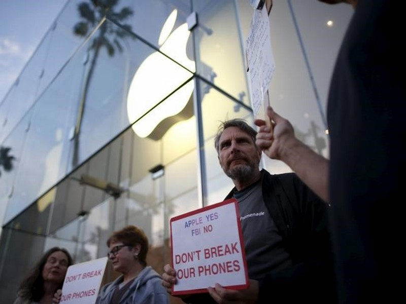 Apple Sees Solid Support in iPhone Encryption Fight: Poll