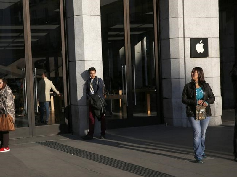 Apple 'Privacy Czars' Grapple With Internal Conflicts Over User Data