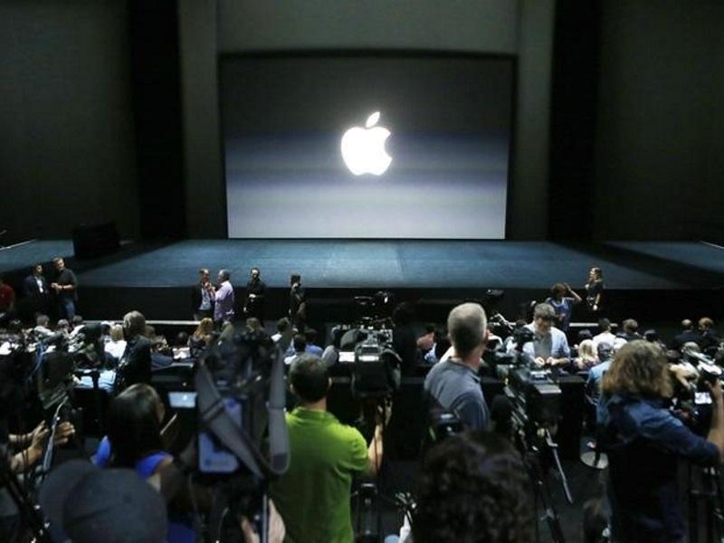 Apple, Google Locked in Battle for Supremacy