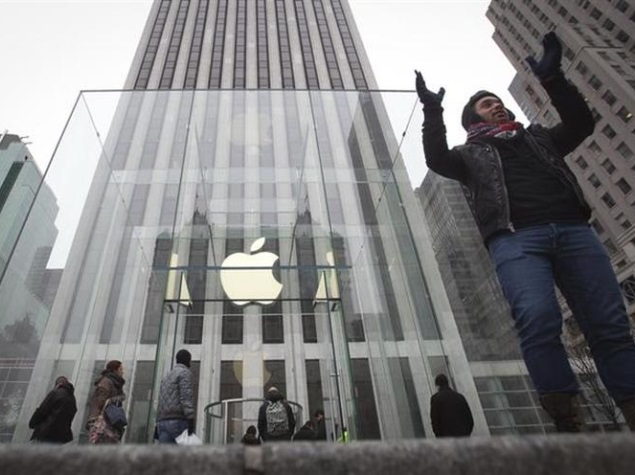 Apple Raises 'iWatch' Hopes for Tuesday by Inviting Fashionistas