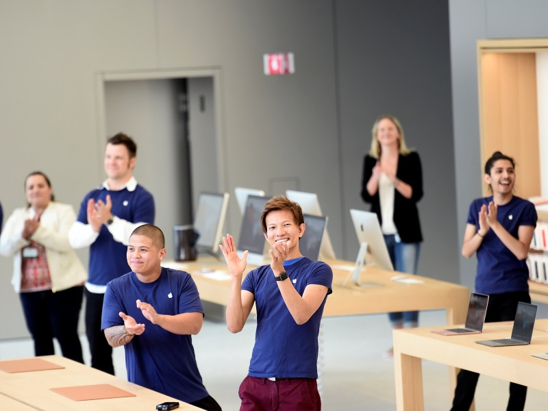 apple_store_reuters_830.jpg