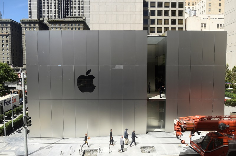 apple_store_reuters_831.jpg