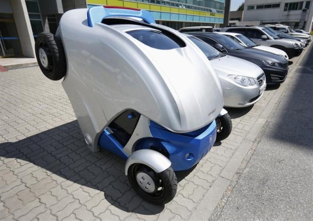 With a click on a smartphone, 'Armadillo' car folds up for easy parking