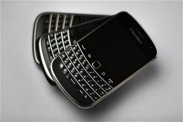 MTNL, BSNL fail to give dates for Blackberry interception