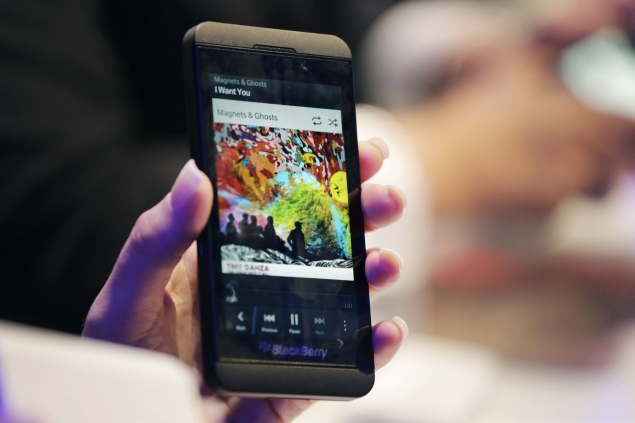 BlackBerry Z10 back in stock in India at offer price of Rs  17,990