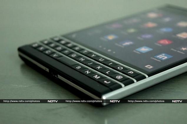 blackberry_passport_bottom_ndtv.jpg