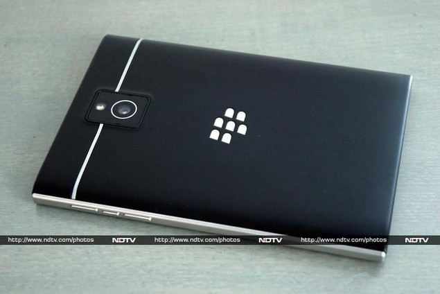 blackberry_passport_rear_ndtv.jpg