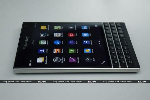 blackberry_passport_side_ndtv.jpg