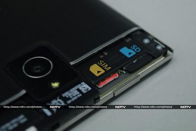 blackberry_passport_slots_ndtv.jpg