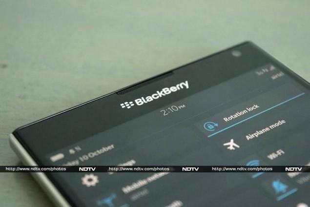 blackberry_passport_topfront_ndtv.jpg