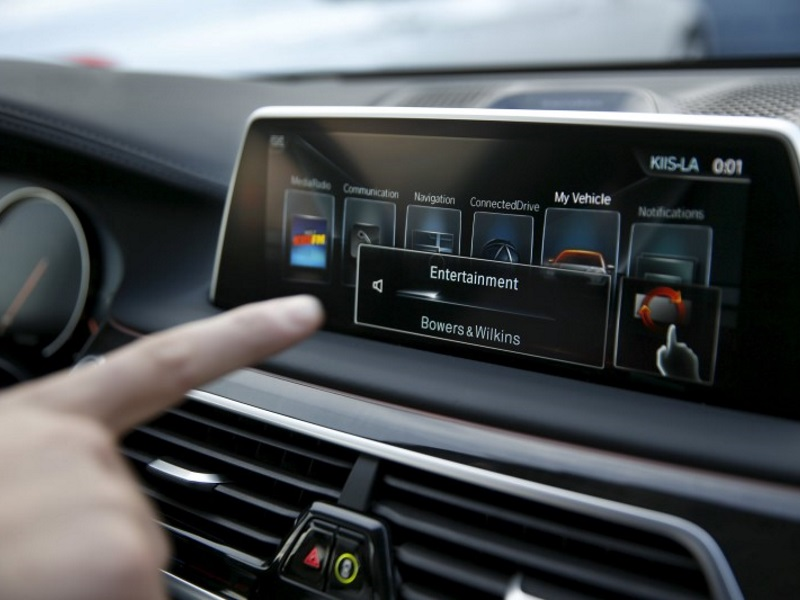 Touch-Free Car Controls Split World's Drivers