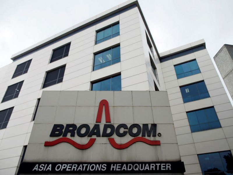 Apple Supplier Broadcom to Slash 1,900 Jobs Globally