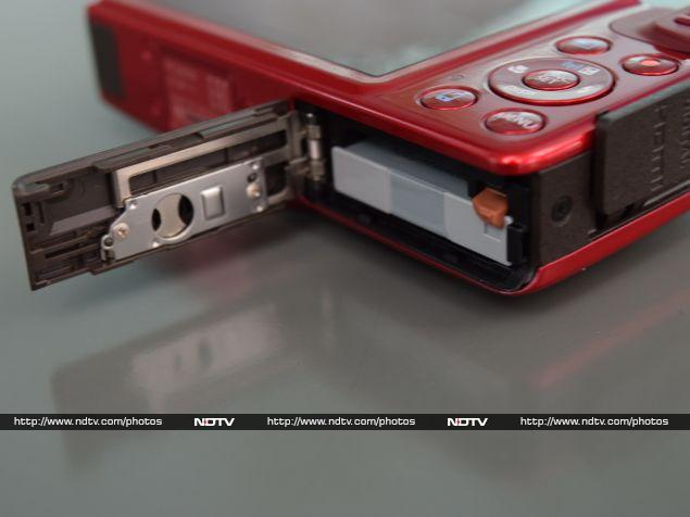 canon_powershot_sx600hs_battery_flap_ndtv.jpg