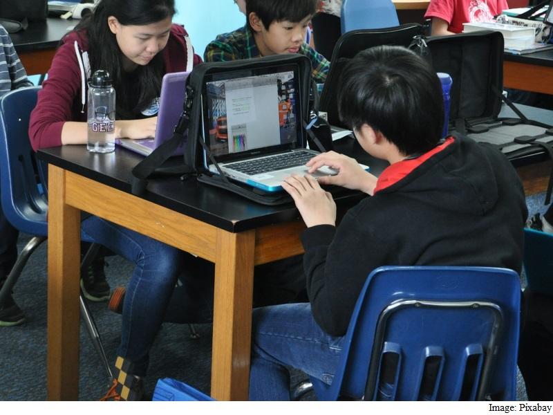 China Permits Media Websites to Report News