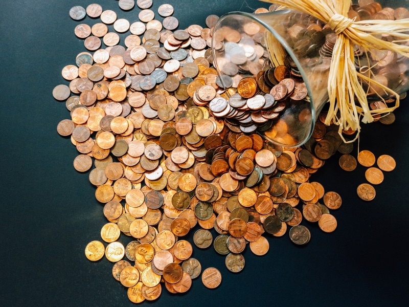 Restaurant Employee Gets Paid In A Bucket of 5 Cent Coins; Twitter Is Enraged