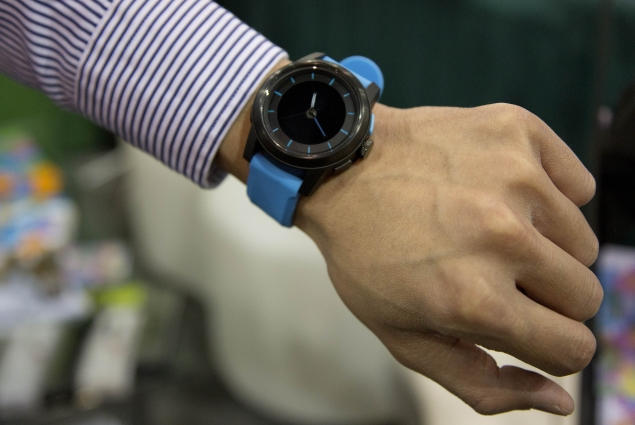Meet Cookoo, Pebble competitor smart watch with a long battery life