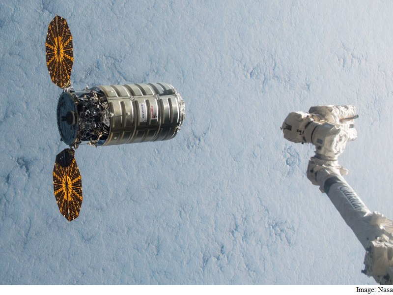 Capsule Full of Space Station Junk Makes Fiery Re-Entry