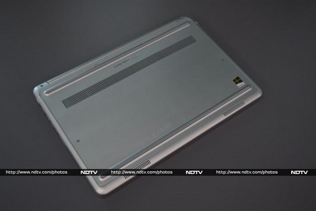 dell_inspiron_15_7000_series_rear_ndtv.jpg