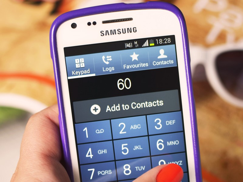 Panic Button: Telecom Minister to Discuss Pricing Issues With Mobile Makers